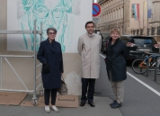 (dgàd) Monique Kieffer - Directrice BNL Carlos Pereira Marques - Ambassadeur du Portugal au Luxembourg Christiane Sietzen - Coordinatrice culturelle VDL Portrait affiché: Anise Koltz, poète